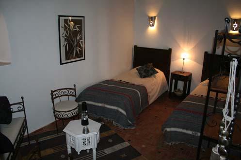 Riad meknes chambres d 39 h tes maroc riad el ma la chambre noir et blanc - Chambre blanc et noir ...