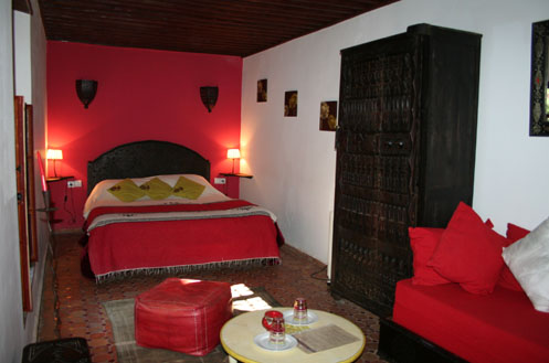 riad meknes chambres d 39 h tes maroc riad el ma la chambre rouge. Black Bedroom Furniture Sets. Home Design Ideas